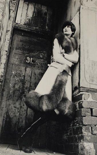 Jennifer Ward wearing Lizal fur photo Henry Talbot Melbourne Australia 1971