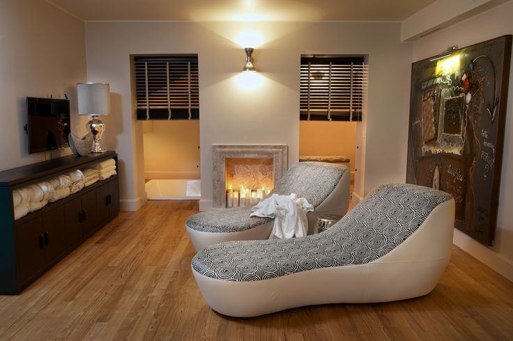 DOM EDIZIONI - Luxury home #domedizioni #luxuryfurniture #luxuryliving #luxuryhome #chaiselongue