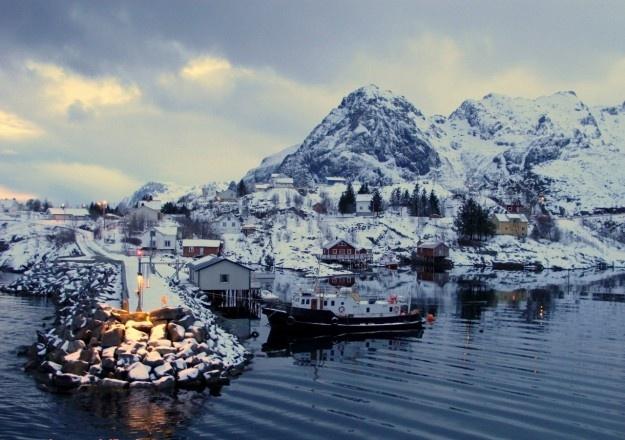 La neve si scioglie: nel villaggio frotte di bambini (Issa)