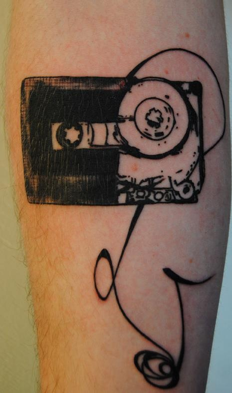 L 39 enfant casette tattoo vintage style tattoo for Age limit for tattoos