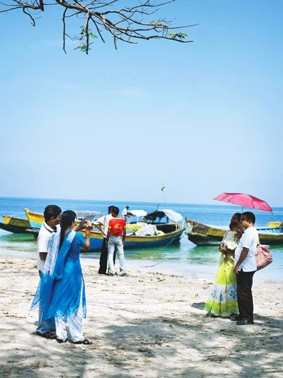 Life on Havelock Island remains sweet and simple. The locals mainly fish and farm, while tourism is still low-key and small-scale.India A, Havelock Islands, Islands Remain, Andaman Islands, Remain Sweets, India Mágica, Travel Lists, Deep Blue Sea