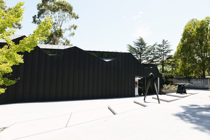Heide Museum of Modern Art combines contemporary art, architecture, gardens and coffee into what is a lovely way to whittle away your afternoon.   Continue reading →