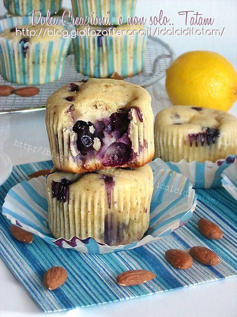 Muffin con Mirtilli e Limone Link ricetta --> http://blog.giallozafferano.it/idolciditatam/muffin-con-mirtilli-e-limone/