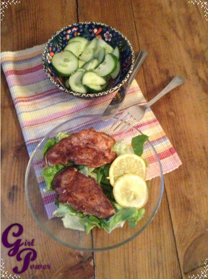 Fahéjas-citromos csirke  300 g csirkemmellfilé só őrölt fahéj 1 db citrom (csak a héjára lesz szükségünk) kókuszzsír  https://www.facebook.com/photo.php?fbid=509276789157162&set=pb.470851386333036.-2207520000.1386272598.&type=3&theater
