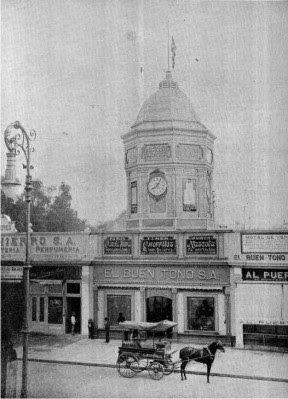 Kiosco del Buen Tono, expendio de la fabrica de cigarros en la calle de Puente de San Francisco, actualmente Avenida Juárez. Construido en el lugar en que se ubicaba el Templo de Santa Isabel a donde se iba a construir el Palacio de Bellas Artes. ca. 1905