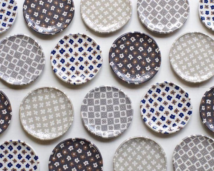小さ目のお皿も焼けました🔥 約10 5㎝ 練り込み技法 金太郎あめ 練り込み