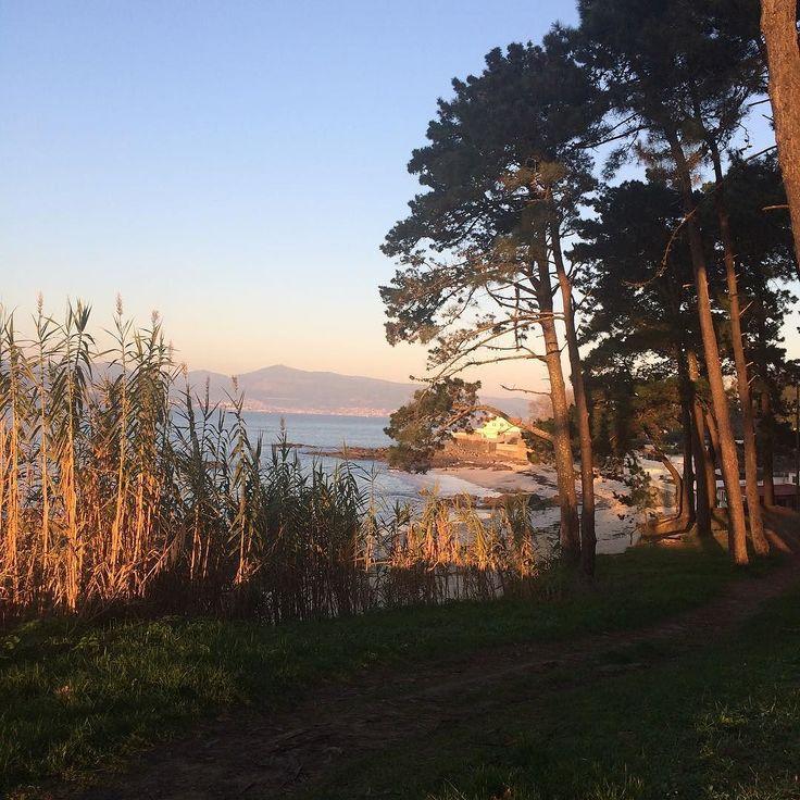 Una temperatura de lujo para diciembre. En la playa. Unos colores...  Ahora mismo #Beach #sunset #galicia #vigo #spain #now