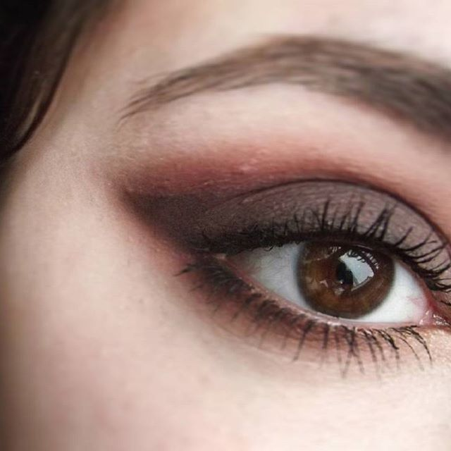 İlla o kuyruk olacak, gözler badem olacak 😅😝 Peki ne kullandım? /what did i use? ●@sleekmakeup Ultra Matte V2 / Sunset ●@maccosmetics Red Brick Mono Eyeshadow ●@rimmellondonuk Scandal Eyes Rocking Curves ☆Berrak #bloggerlife #blogging #blogger #blog #blogencontrandoideias #bloggersofinstagram #instabeauty #insta #instagood #instablogger #instablog #turkbloggerlar #turkbloggerlartakiplesiyor #bloggers #beautyaddict #makeup #makeupartist #makeupaddict #makyaj #makyajblogu #dailymakeup #sleek…