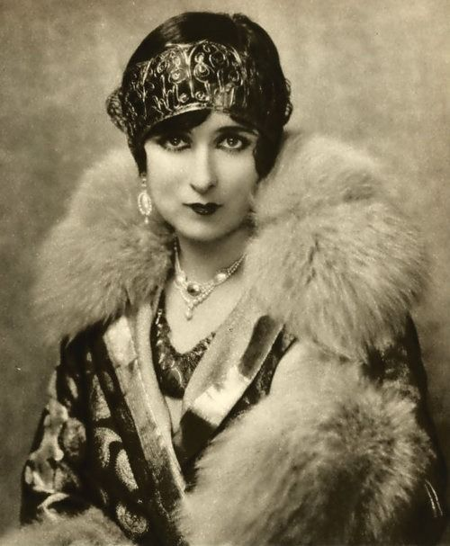 "lesfleursdelart: ""Mildred Harris, 1926 """