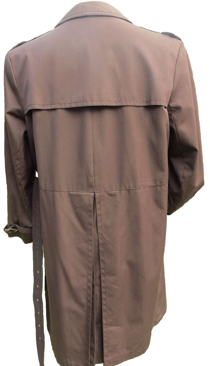 A stunningly stylish Nino Commander trench coat with a heavy water resistant Nino Flex outer fabric, a full cotton lining with two inside pocket, a detailed buttoned back flap, a back vent, double breasted, a high collar button and neck belt tie, epaulets, cuff ties with buckles, two outside pockets with excellent finishes, all weather and warm when needed. Excellent condition barring two broken buckles which can be easily replaced. A top quality coat for an elegant addition to your…