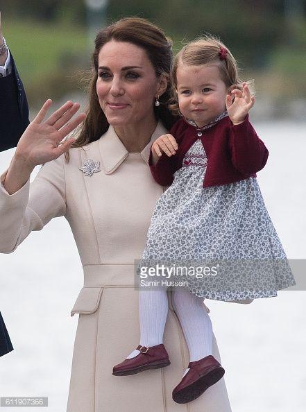 News Photo : Catherine, Duchess of Cambridge Princess...