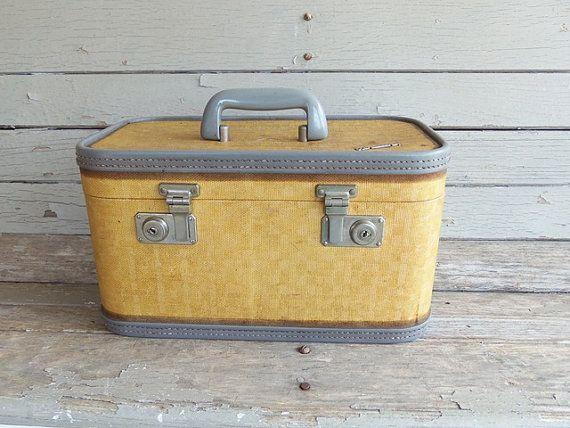 13 best Vintage Train Cases images on Pinterest | Train case ...