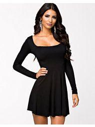 http://nelly.com/se/kl%C3%A4der-f%C3%B6r-kvinnor/kl%C3%A4der/kl%C3%A4nningar/club-l-essentials-200146/long-sleeve-jersey-dress-714735-14/