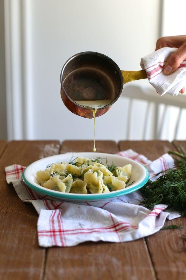 http://www.makelifeeasier.pl/gotowanie/pierogi-z-bobem-i-koperkiem-oblane-maslem-czosnkowym