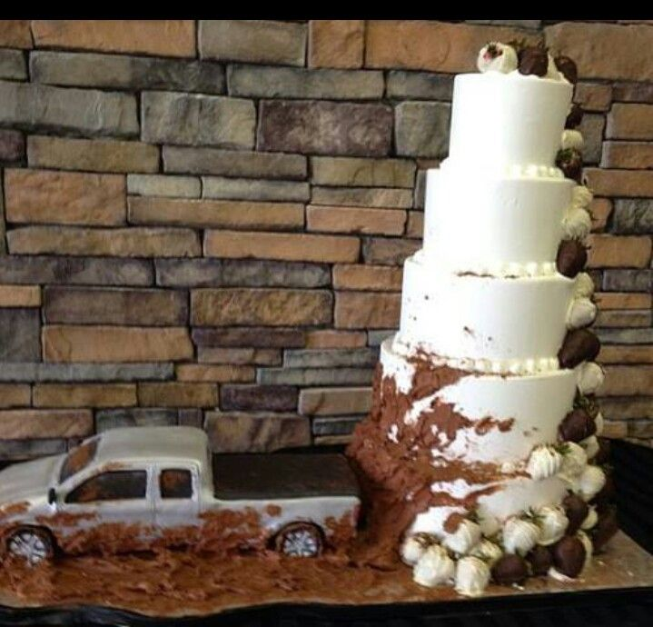 Awesome redneck wedding cake idea I'm totally doing something like this for my wedding