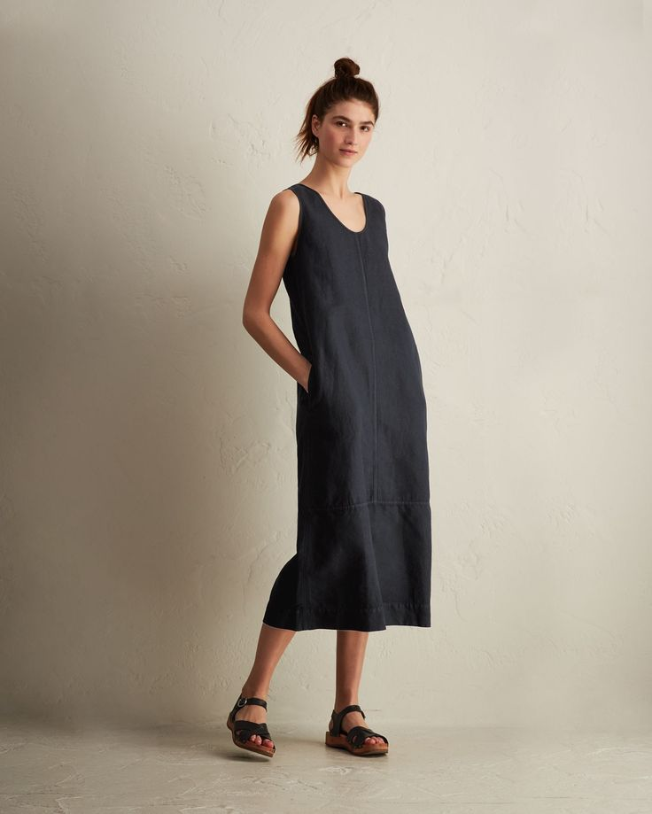 COTTON/LINEN SLEEVELESS DRESS | Weighty, supple, Italian-woven, garment-dyed cotton/linen twill dress with U-neck and back
