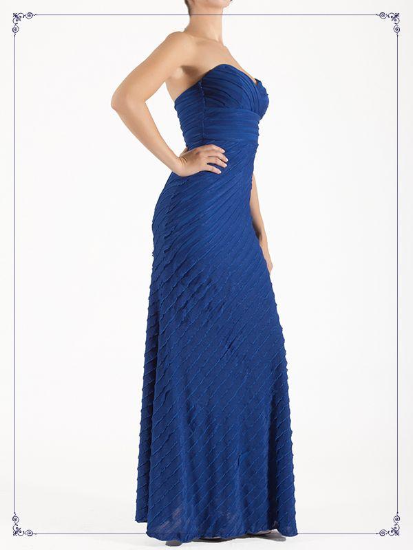 Vestido largo, color azul con escote strapless.  De $1,959 a $1,709