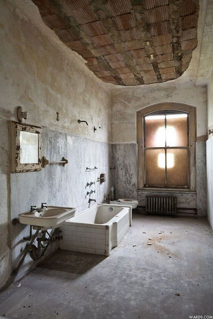 Ellis Island-South Side Hospital. Love the ceiling, window, and industrialness. Clean this up and it would make an amazing bathroom.