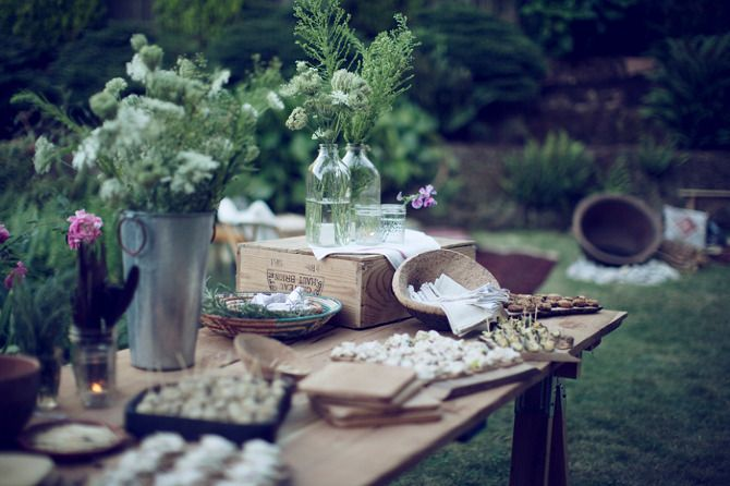 xx: Good Food, Food Desserts, Tables Sets, Rustic Buffet Tables, Wine Crates, Food Tables, Rustic Tables, Desserts Appetizers, Gardens Parties