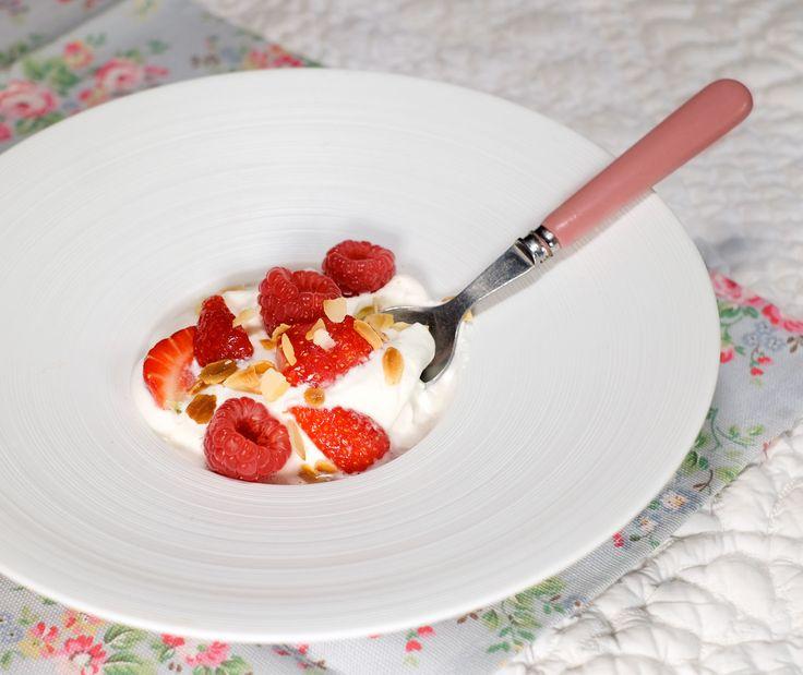 Crémeux de fromage blanc, sirop de thé à la menthe et au citron, fruits rouges