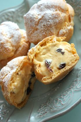 Lamb raisin cream puff