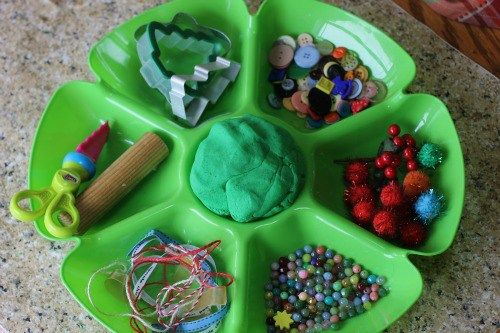Invitiation to create a Christmas tree with playdough.