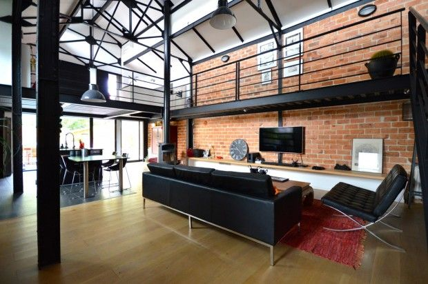 loft industriel avec piscine vendre bordeaux loft industriel avec mur en brique id es. Black Bedroom Furniture Sets. Home Design Ideas