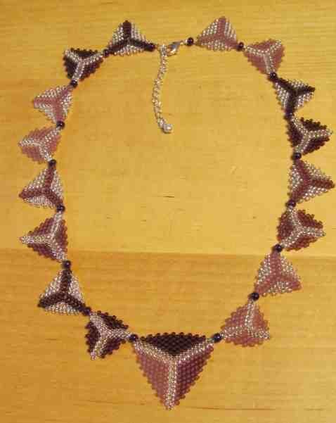 Collier peyote triangles