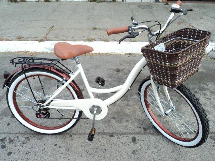 bicicleta blanca con canasto mimbre