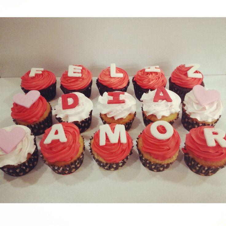 Feliz Día De San Valentin! Les desea con mucho amor @PasteleriaSoSweet - #PasteleríaArtesanal #Repostería #Bogotá #Cupcakes #CupcakesEnBogota #CupcakeFactory #ValentinesDay #PastryShop #PasteleriaSoSweet www.SoSweet.com.co