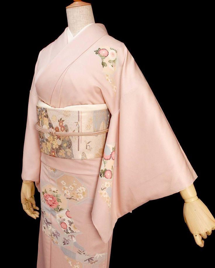 当店のブログで入学式にあう着物コーディネートについての記事を書きました  華やかなピンクの古典柄きっと春の式典にも映えそうな気がします…