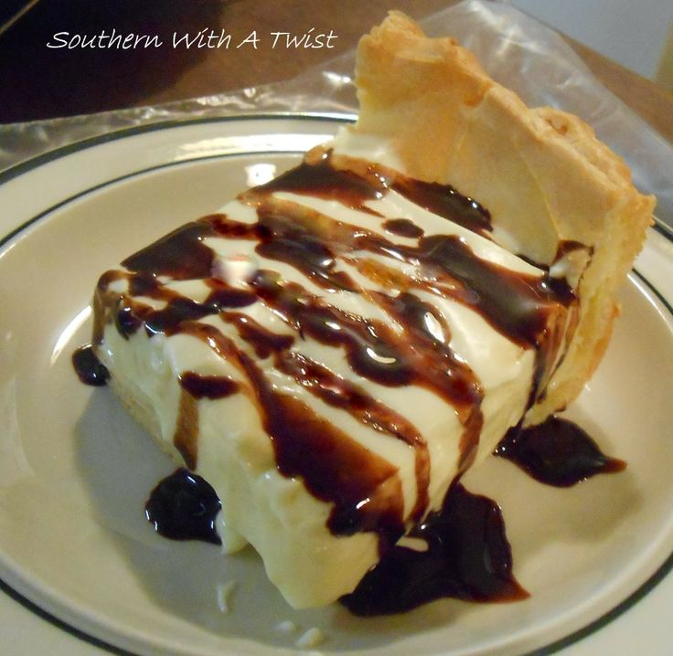 Banana Cream Chocolate Eclair  http://lynn-southernwithatwist.blogspot.com/2014/01/banana-cream-chocolate-eclair-pie.html