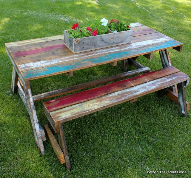 Pallet Picnic Table, http://bec4-beyondthepicketfence.blogspot.com/2016/06/pallet-picnic-table.html