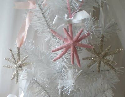 chic christmas crafts | Snowflakes with glittered starfish for a small white Christmas tree.