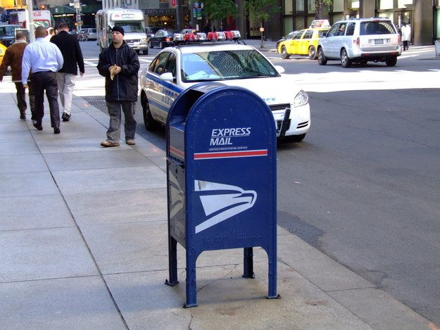 Tells you where the closest USPS mailbox is to wherever you are. Find it here.