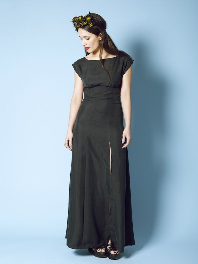 An effortless dress featuring double pleats at the bust, kimono sleeves and a panelled a-line skirt. Variations include both slash and v-neck options.