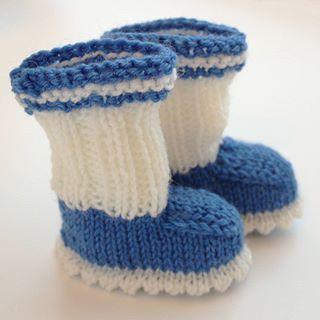 Blue and white socks for every baby born in Finland this year, Finland 100 years  Enjoying taking part  Ohje suomeksi www.ristiin-rastiin.fi/2011/09/vauvan-tossut-ohje.html . . #knitting #knittersofinstagram #knitstagram #craftastherapy #yarn #wool #makersgonnamake #creativelifehappylife #suomi100 #suomisukat #lankamaailma #gjestal #babyknits #babybooties #babysocks #käsityö #käsityöblogit #vauvantossut #vauva #ristiinrastiinblogi #villasukkakeräysjuhlavuotenasyntyville