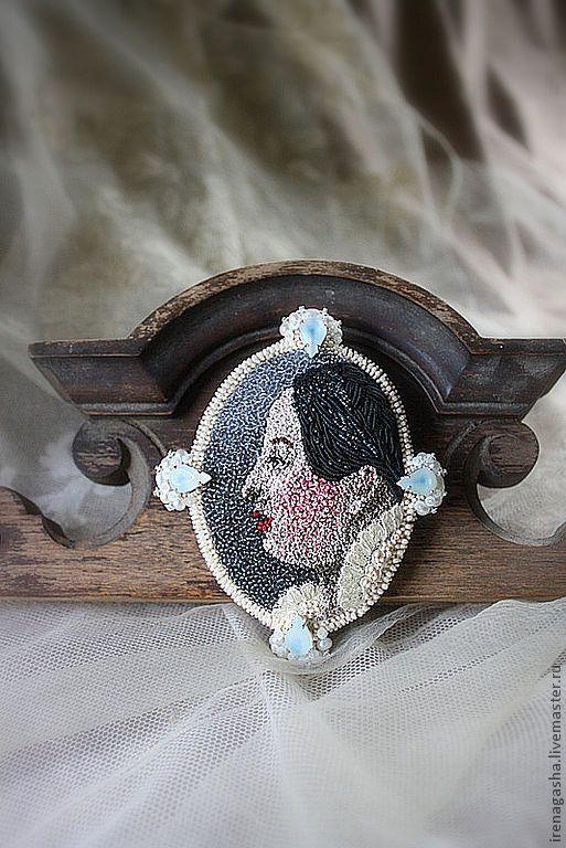 Irena Gasha. Latvia, Брошь B12060 - авторские украшения,брошь,портрет,ручная вышивка,100% шелк
