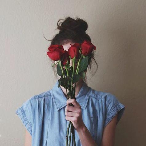 Fotos Tumblr fáceis de imitar com flores no rosto
