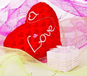3 Good Valentine's Day Gift Ideas For Him http://www.giftsandmoretop.com/good-valentines-day-gift-ideas-for-him/