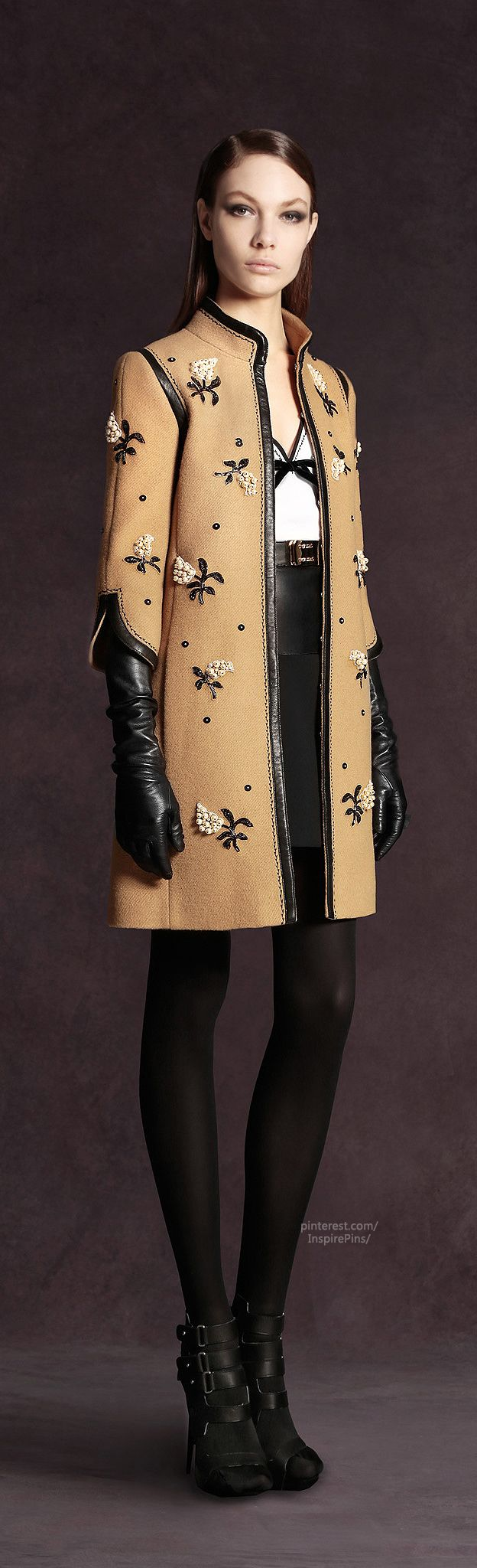 Such a ladylike little coat, perfect for spring and fall