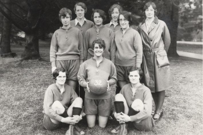 Women's basketball team, 1932 | Basketball teams ...