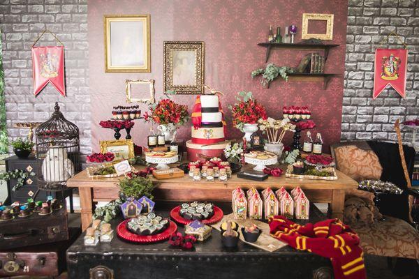 Festa infantil com o tema Harry Potter para uma menina! A decoração cheia de detalhes é da Invento Festa.