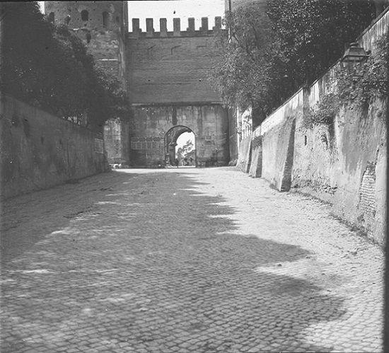 Porta San Sebastiano vista da via Appia Antica Anno: 1910 ca.