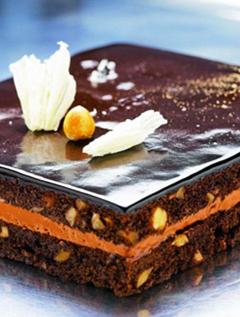Chokoladebrownie med hasselnødder og mangocreme