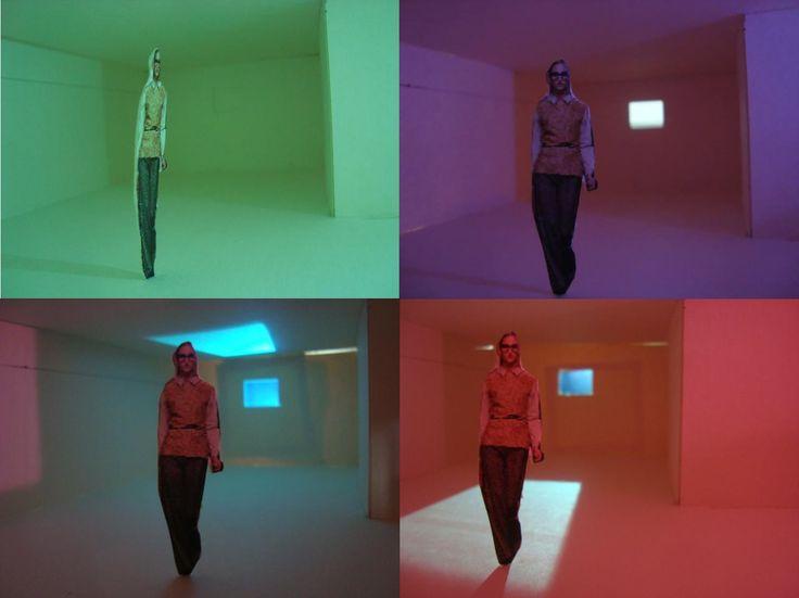 ''caja con luz'' lo que se quiso realizar fue un ejercicio e investigacion de la luz en el espacio, y como esta reacciona segun las distintas fuentes de luz y sus intencidades luminicas,los diferentes filtros, los colores y las perforaciones en el espacio constructivo, tambien se logro identificar como todos estos factores afectan la sombra e incluso la imagen.