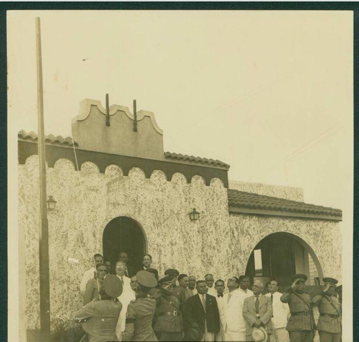 1930 - Autoridades civiles y militares en el acto de inauguración del Destacamento de Policía del sector Villa Francisca.