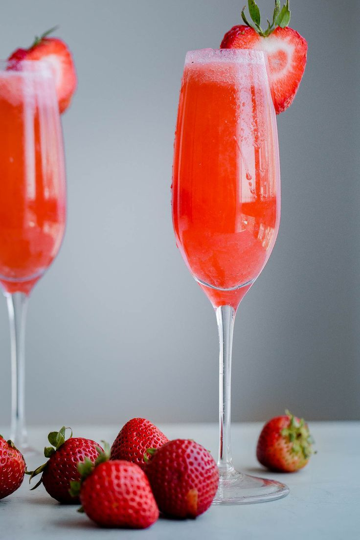 Strawberry Elderflower Sparkler - a refreshing summer prosecco cocktail infused with fresh strawberry puree, elderflower liqueur, and vodka.