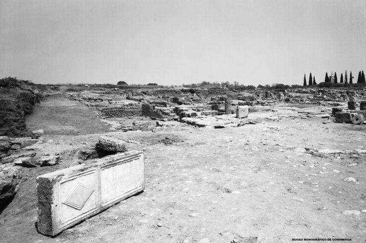 Praça a norte das termas, no final das escavações, 1969-1970