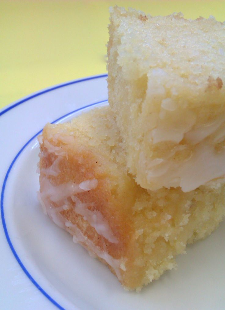 This is a really simple, really easy but REALLY tasty Lemon Drizzle cake. It was baked for a school cake sale: a ten inch square tray bake, sliced into cup-of-tea sized pieces. It has two finishi...